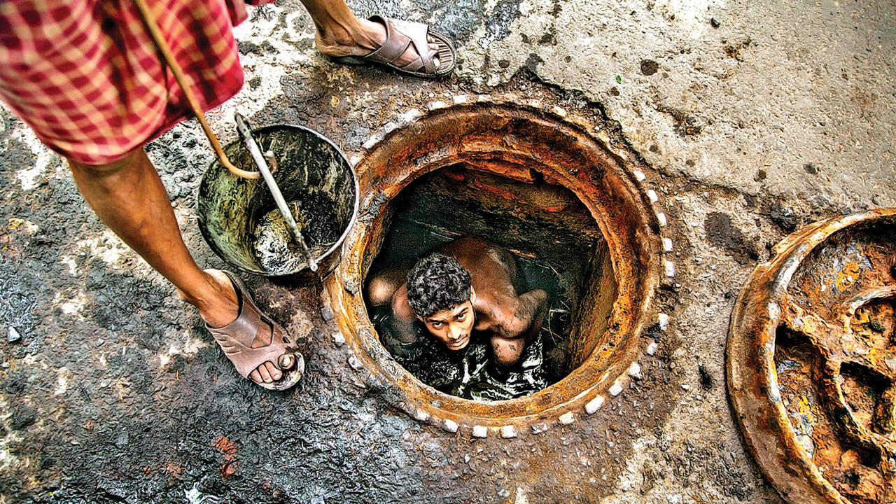 Gujarat High Court asks govt to give details on manual scavenging in 24 hrs