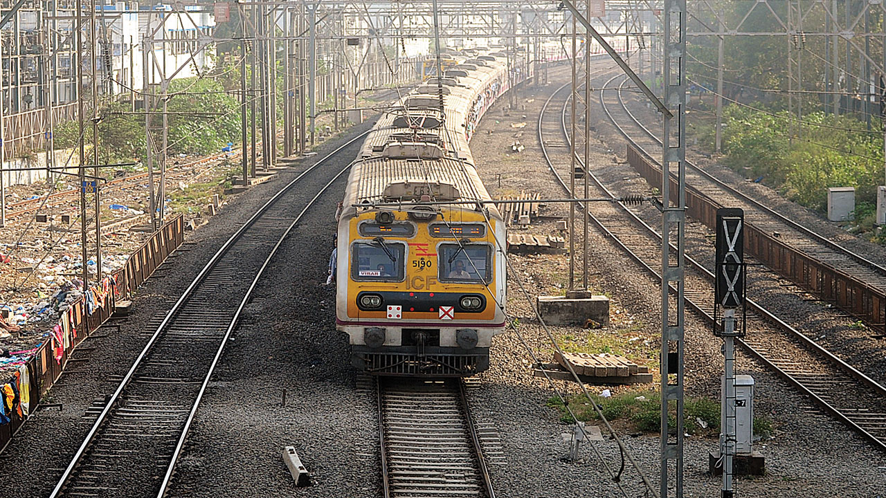 Passenger bodies meet CR authorities over frequent delays