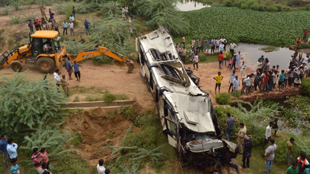 29 killed as bus driver dozes off on Uttar Pradesh highway