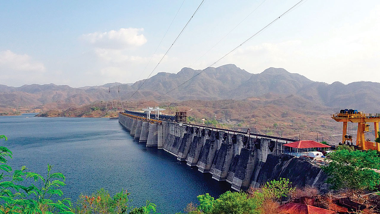 Narmada number tiff: Congress gives proof, BJP stands its ground
