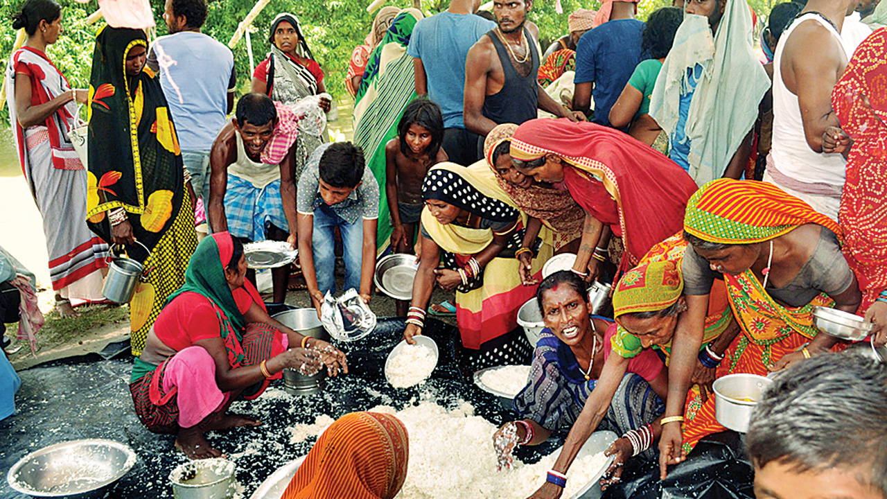 Bihar flood victims get to eat rice filled with insects