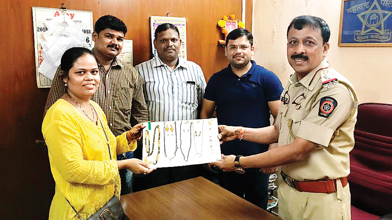 Mumbai: Jogeshwari woman loses Rs 4 lakh gold, cops get it back