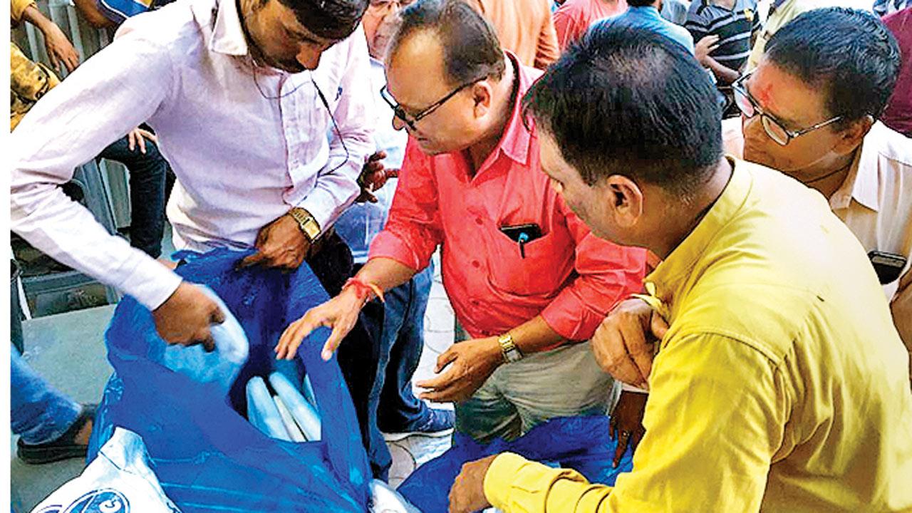 Plastic ban rattles Surat textile traders