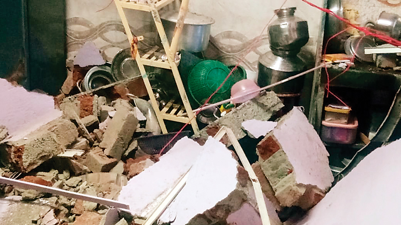 Mumbai: Wall collapse after cylinder blast in Malad kills one, injures four