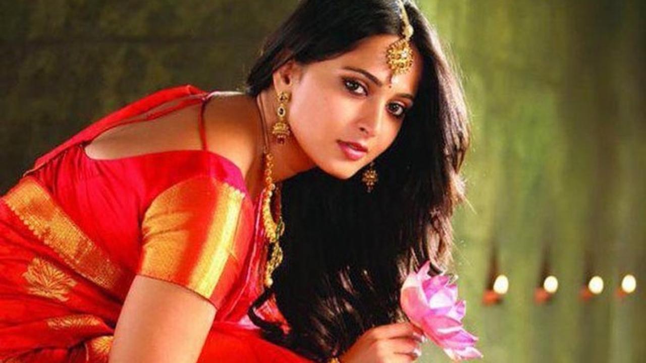 Fans roast Telugu website for fat-shaming Prabhas' good friend Anushka Shetty