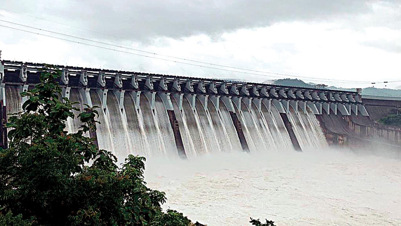 Sardar Sarovar dam touches 136 mt, 2 mt short of full limit