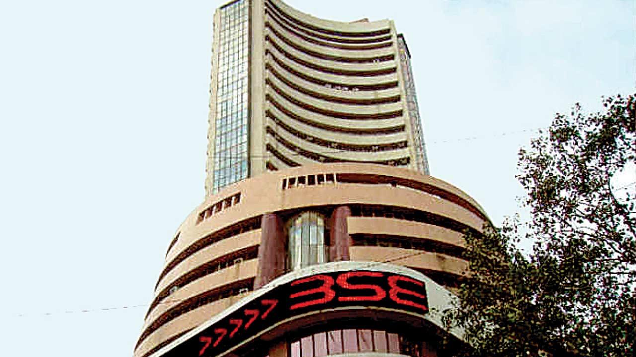 Sensex drops 166 pts as investors await stimulus