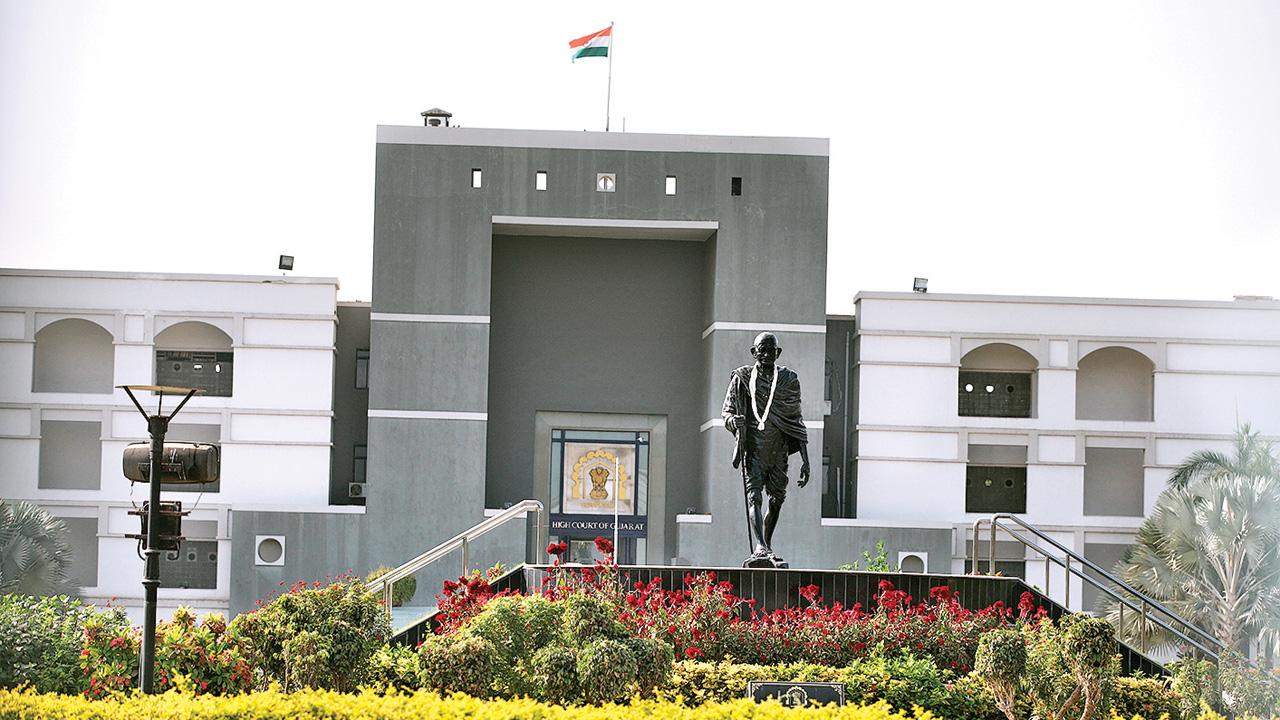 Surat police slammed for not applying mind