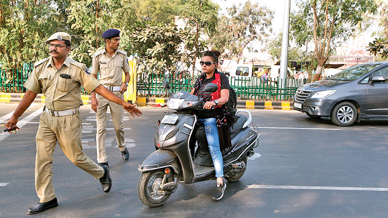 Gujarat: 8 cities may go cashless for traffic fine payment