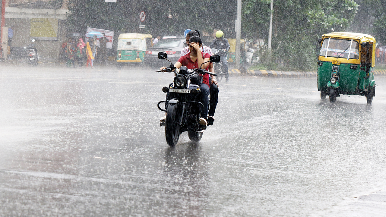 Gujarat: Heavy rainfall expected in next 48 hours