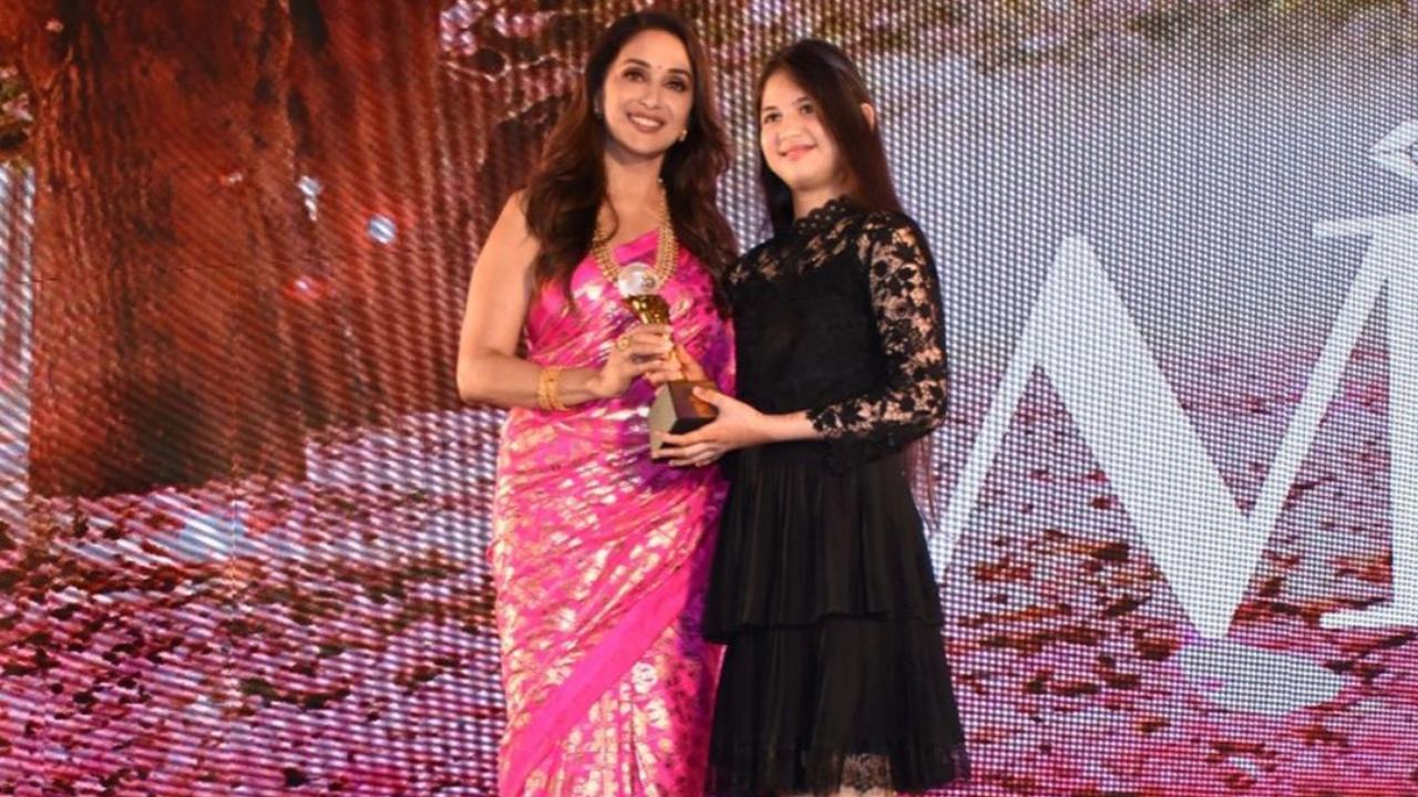 'Bajrangi Bhaijaan' actor Harshaali Malhotra has a fan moment on receiving award from Madhuri Dixit