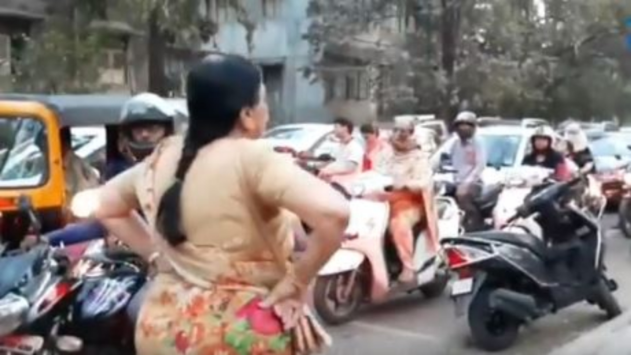'We need more people like her': Twitter praises elderly woman for scolding bikers driving on footpath in Pune
