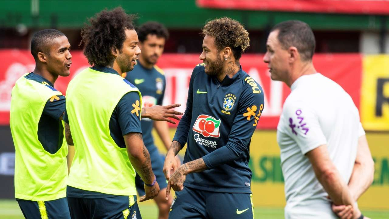 Coutinho, Neymar score in injury time for Brazil