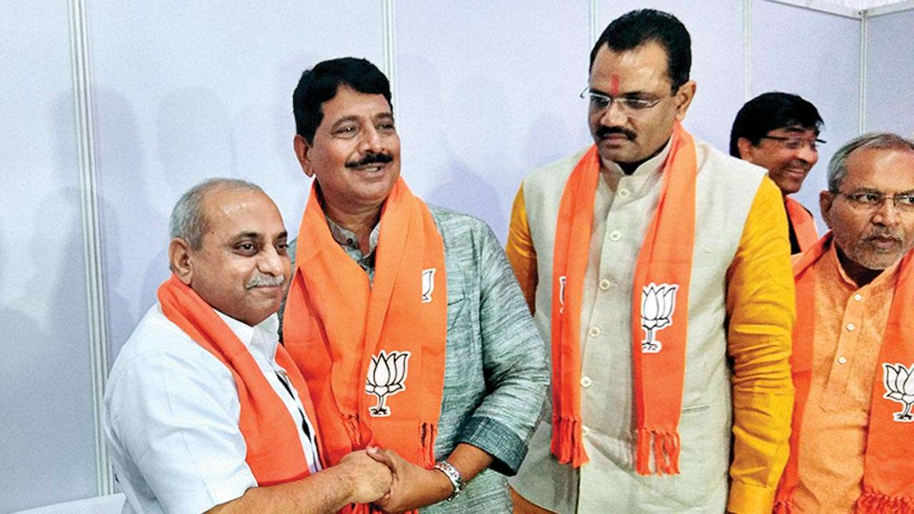Quit BJP or end pol ties with me: Shankersinh Vaghela tells son