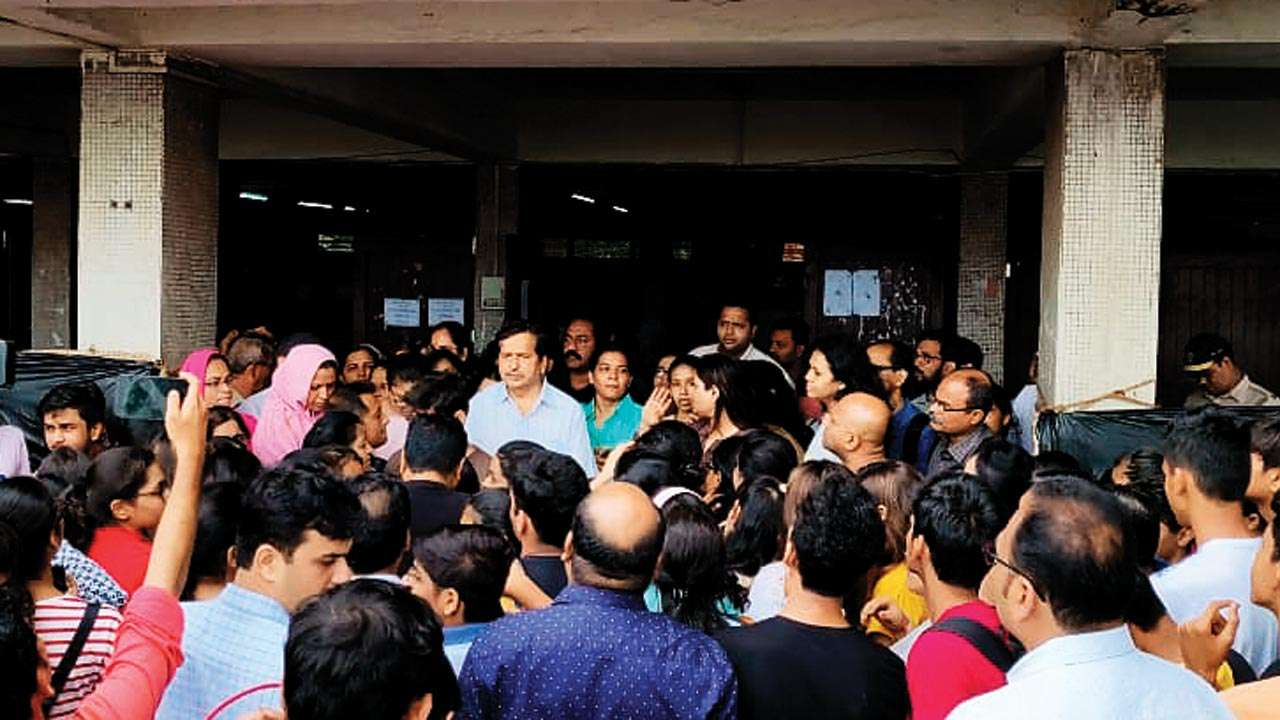 Bombay High Court order on first year junior college admissions has parents protesting