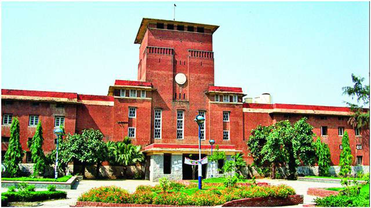 Pursuing MPhil/PhD while working will cost teachers their experience: UGC