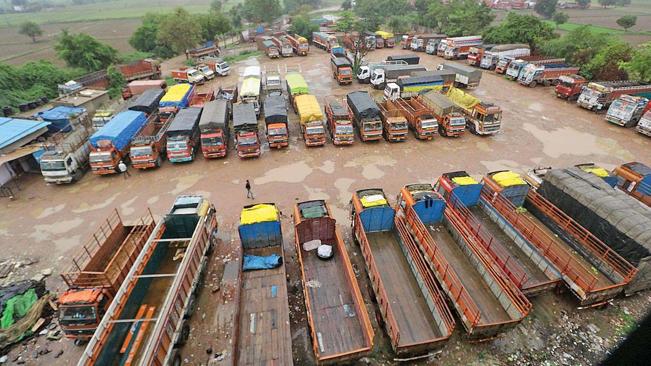 Gujarat: Strike intensifies, many more trucks go off the road