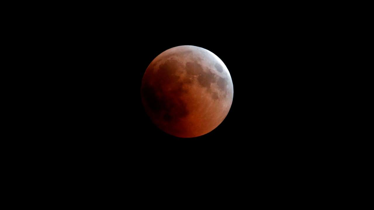 Early-risers impressed by 'super long' blood moon eclipse