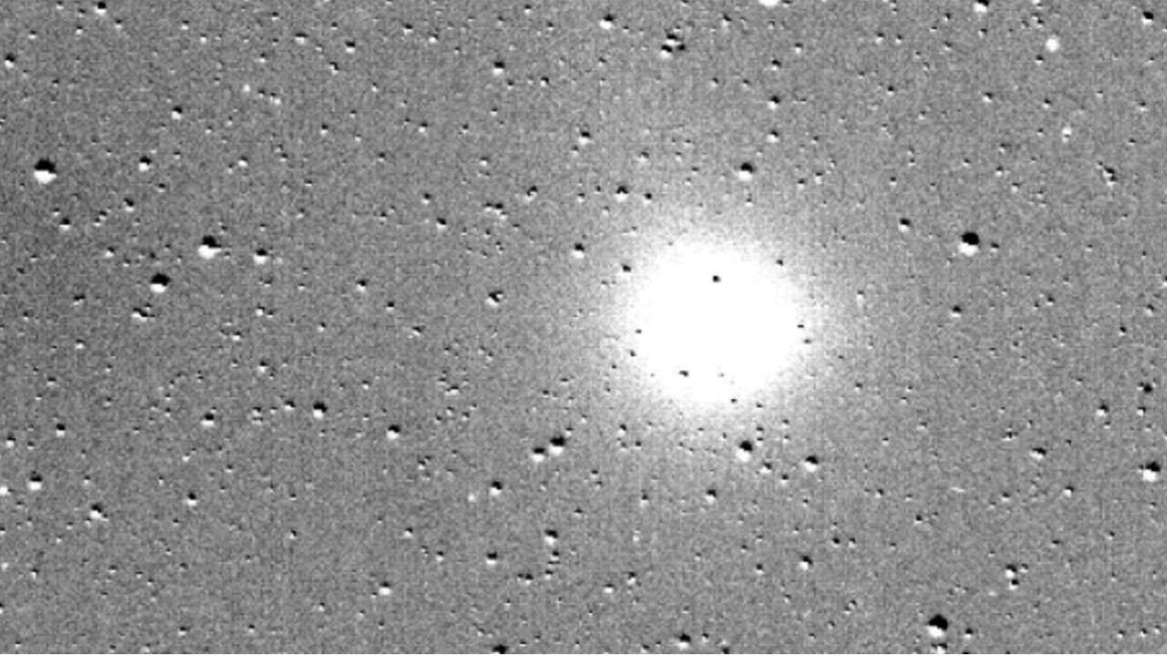 NASAs planet-hunting probe catches comet in action